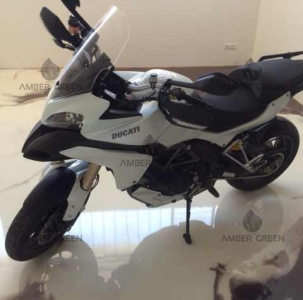 Showroom resin floor – Ducati